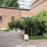 Kahvila Blossomin terassi on salainen puutarha