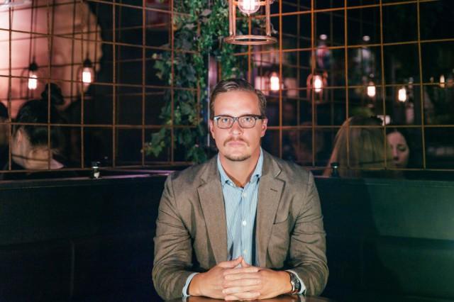 Kirjailija Joonas Konstig oli ruokavaikeilija, kunnes hän löysi totuuden ruoasta.