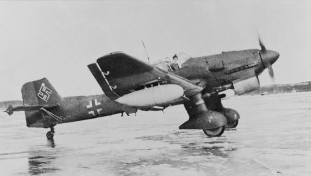 Saksalainen Stuka-syöksypommittaja Malmin lentokentällä.