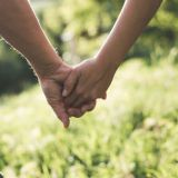 Luottamus palautuu vähitellen parisuhteessa, kun luodaan uusia, hyviä kokemuksia