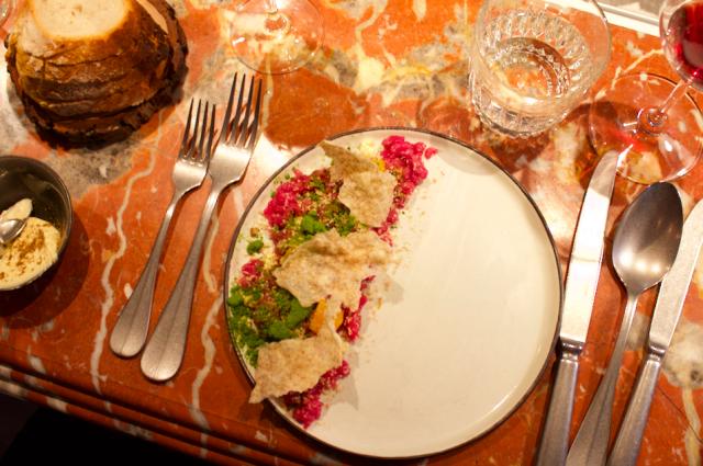 Ravintola Oxin tartar on kuin taideteos.
