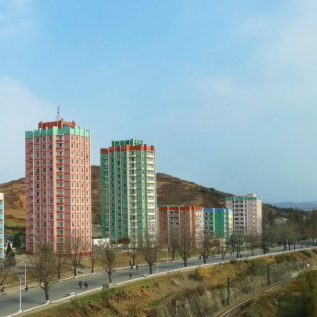 Korkeat rakennukset ovat merkki sivistyksestä? Jalan kulkeminen merkki ekologisesti ajattelusta?