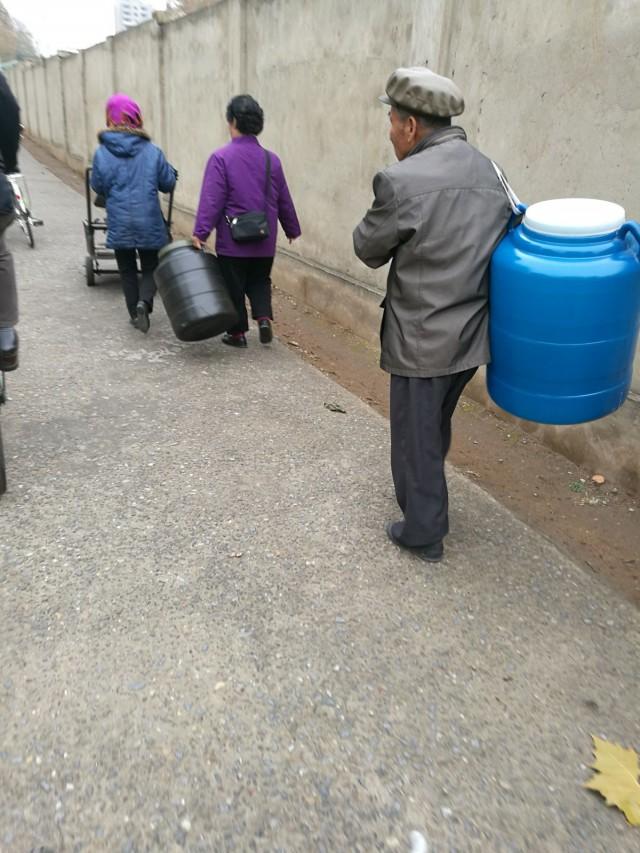Logistiikka, työmatkaliikunta ja kaikki liikkuminen hoidetaan kävellen tai polkupyörillä. Hipsterien taivas.