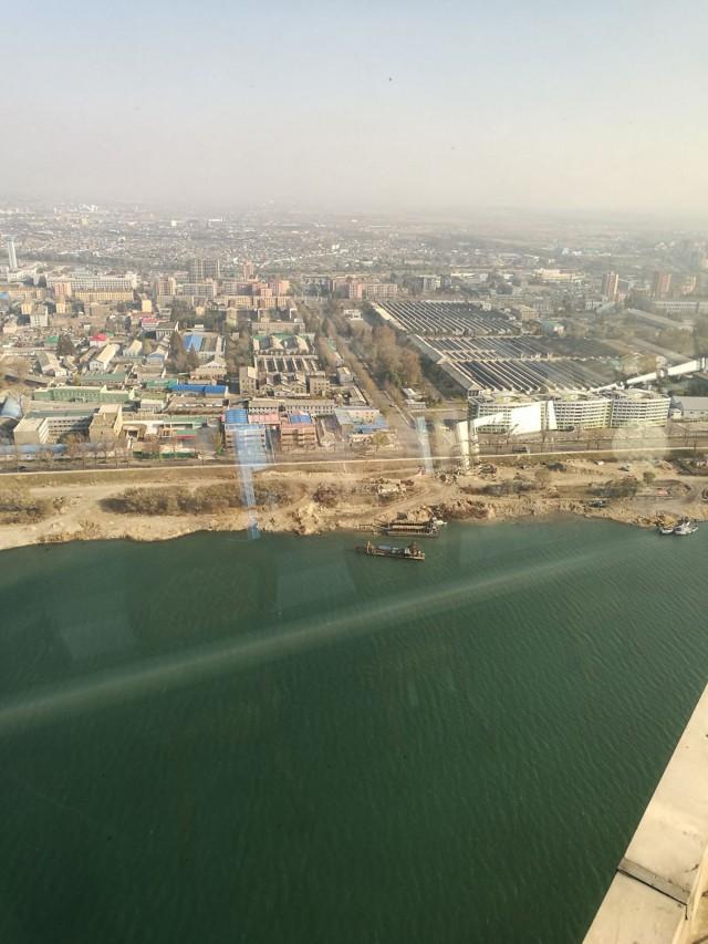 Pyongyangissa on paljon tehtaita.