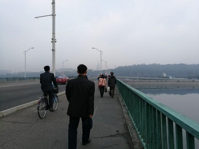Aamun liikennettä. Pyongyang. North-Korea.