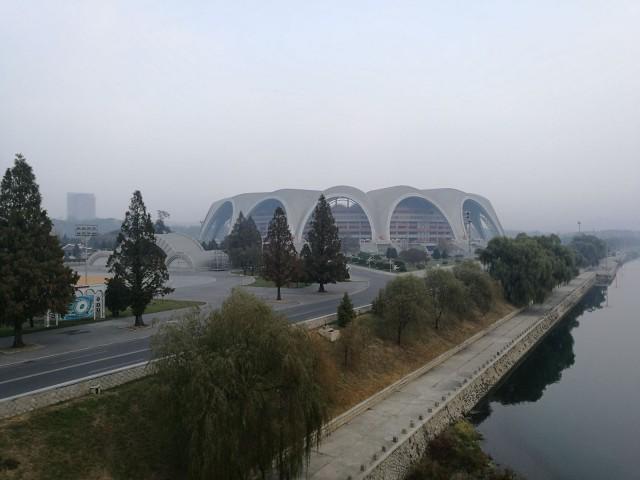 Maailman suurin stadion. Rakennettiin olympialaisia varten, tosin olympialaisia täällä ei sitten ikinä pidettykään.