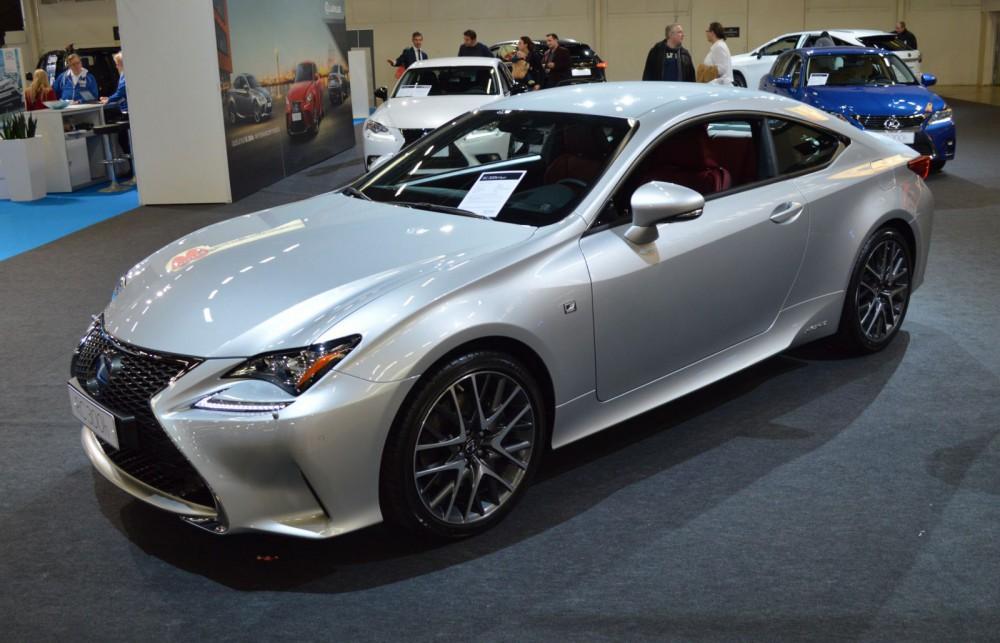 Lexus RC300h Hybrid -urheiluauto.