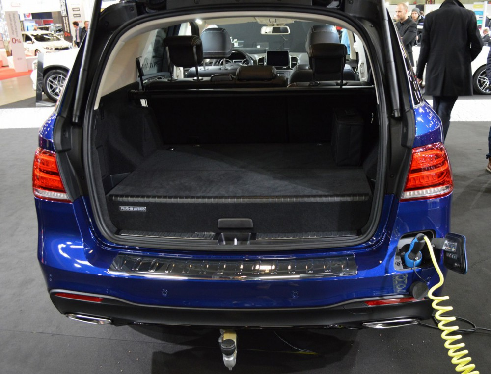 Vanhoilla merkeillä on vielä paljon hiottavaa hybridien ja sähköautojen käytettävyydessä, vai mitä mieltä tästä kyttyrästä?