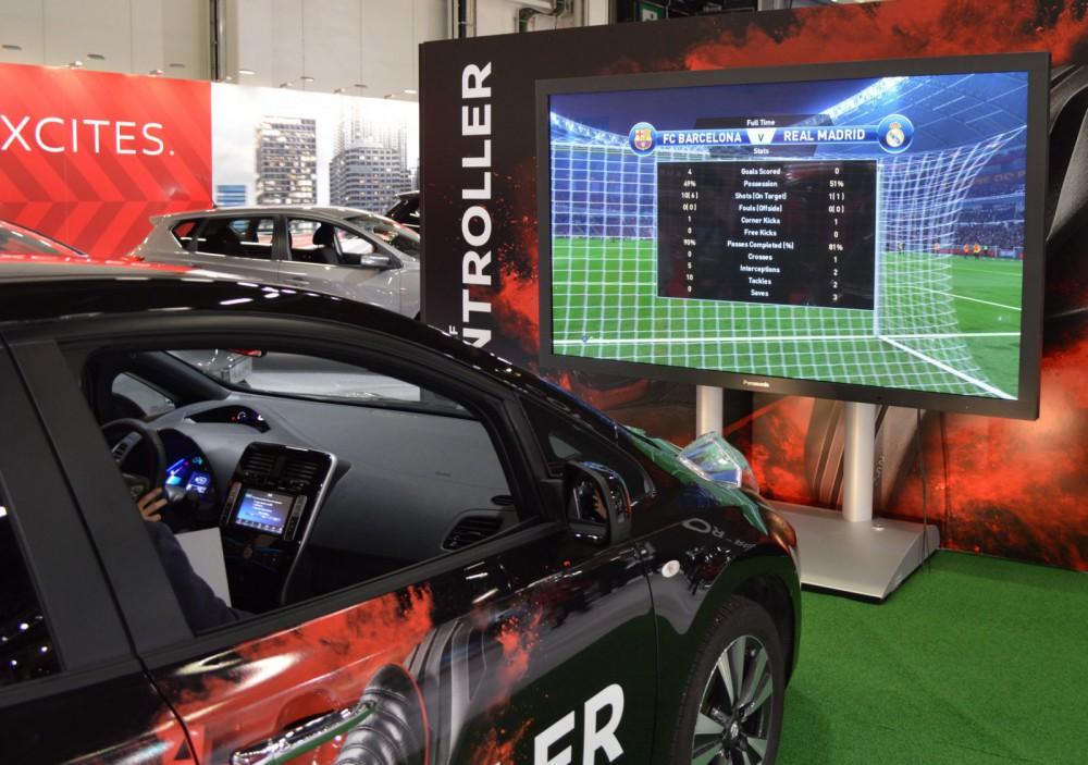 Nissan Leaf -sähköautolla voi pelata myös jalkapalloa.