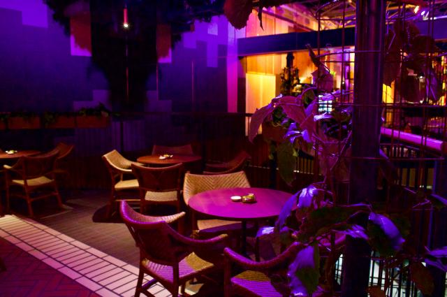 Yläkerran Bar Cón on kuin lomakeidas - ja avajaisten perusteella siellä on Korttelin riehakkain meno.