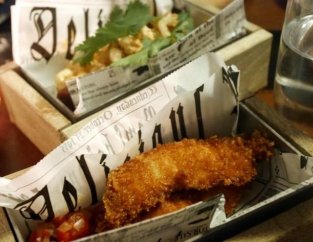 Hot Doggi Dog ja Fried Chicken Bites