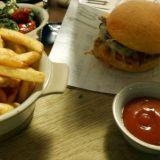 KT Kimchi Burger on yksi ravintolan suosituimmista annoksista, syystäkin