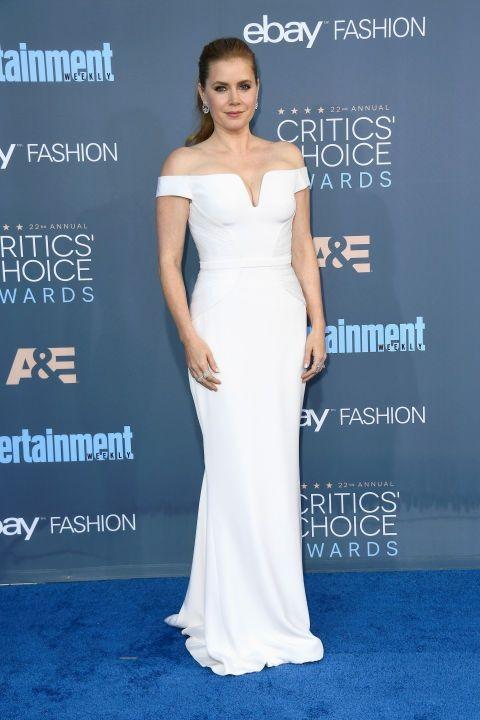 Robe de célébrité blanche épaule dénudée