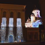 Helsingin paraatipaikalla kappelin ikkunoista virtaava vesi muistuttaa saamelaisten oikeuksista
