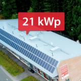 Sähkötalon oma aurinkovoimala tuottaa sähköä 4-5 kertaa enemmän kuin Teslalla ajellessa kuluu vuodessa.