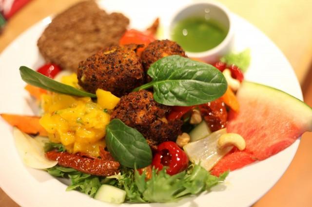 Rantakertun batamole-pyöryköistä löytyy bataattia, kvinoaa ja chiliä. Kuori on täydellisen rapea.