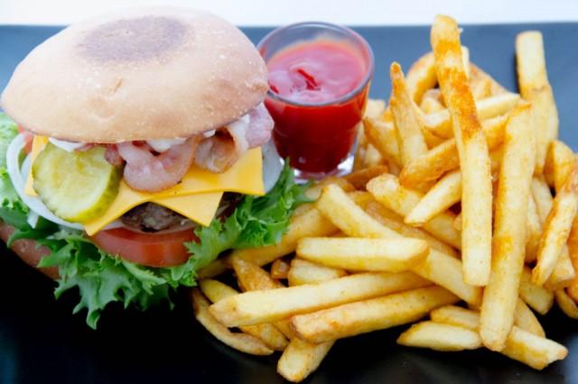 Pekoni-juustoburger kehitettiin edellistä listaa uudistaessa.