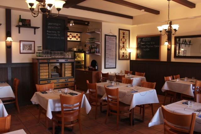 Wistub Alsace on sisustettu ranskalaisen viinituvan tyyliin.