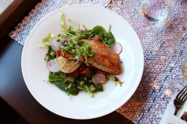 Ravintola Mylläreistä saa nyt kympillä haudutettua fenkolia ja teriyaki-glaseerattua lohta salaattipedillä.