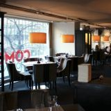Como sijaitsee Hämeenkadun itäpäässä eli aivan Tampereen keskustan ytimessä. Rauhallinen ja tyylikäs ravintola sopii pidempäänkin illanviettoon.
