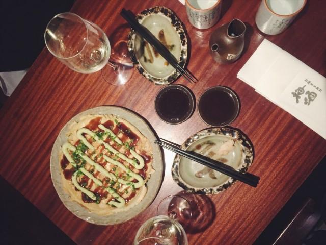 Umeshun okonomiyaki on mieleenpainuva annos, joka maistuu yhtä aikaa tutulta ja eksoottiselta.
