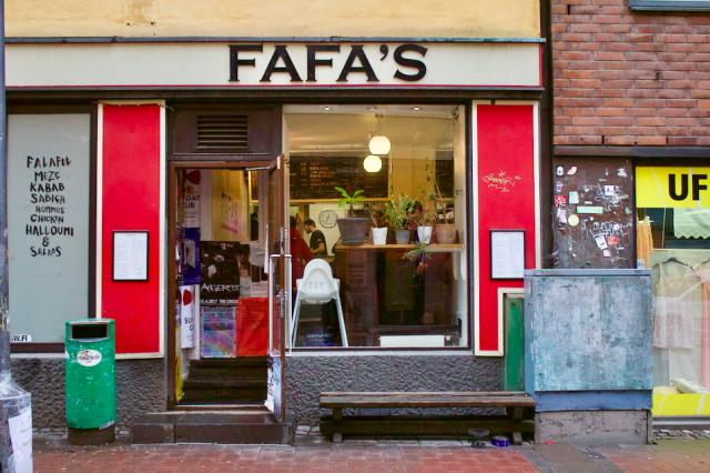 Fafa's on täynnä yötä päivää.