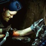 Kansainväliset Helsinki Ink -tatuointimessut tuovat tatuointialan taiturit Kaapelitehtaalle