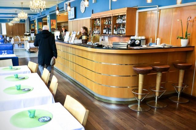 Ravintola Arthurissa on 240 asiakaspaikkaa ja kolme kabinettia, joihin mahtuu yhteensä 100 henkeä.