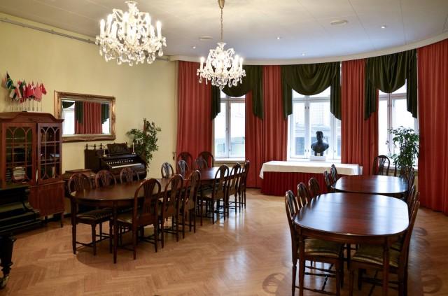 Arthur Hjeltin nimikkosalissa tuntee historian siipien havinan.