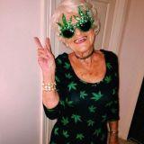 Tämä 88-vuotias puhuu laillisen kannabiksen puolesta ja räväyttää tyylillään