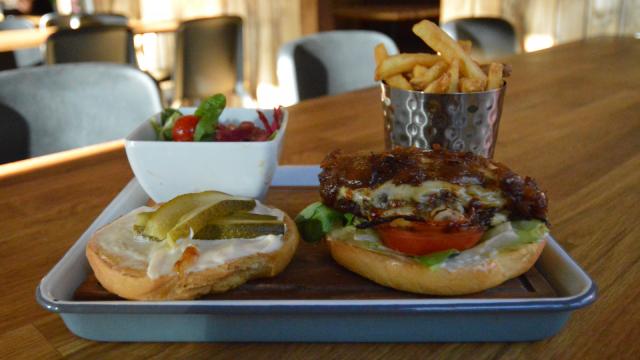 Classic Beef Burgerilla ei mennä pieleen.
