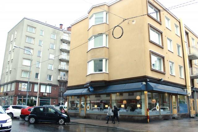 Frankly sijaitsee alle parinsadan metrin päässä Tampereen Työväen Teatterista ja noin puolen kilometrin päässä Keskustorista.