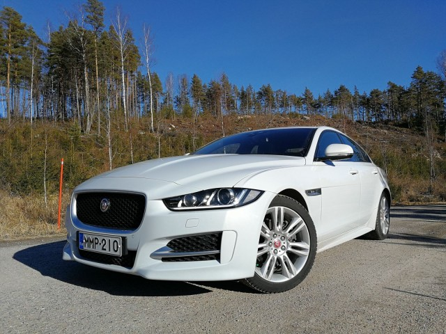 Jaguar XE, erinomainen peli. Sports Car Center Airport.