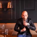Hans Välimäki rekrytoi henkilökuntaa mystiseen ravintolaprojektiin