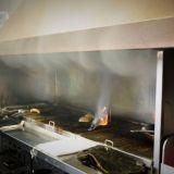 Pöpsyt livahtivat keittiön puolelle vakoilemaan ruoan valmistusta.
