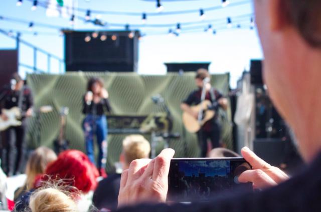 Kutsuvierasavajaisissa esiintyi espanjalaisyhtye Fuel Fandango, joka nähdään lauantaina myös Maailma Kylässä -festareilla.