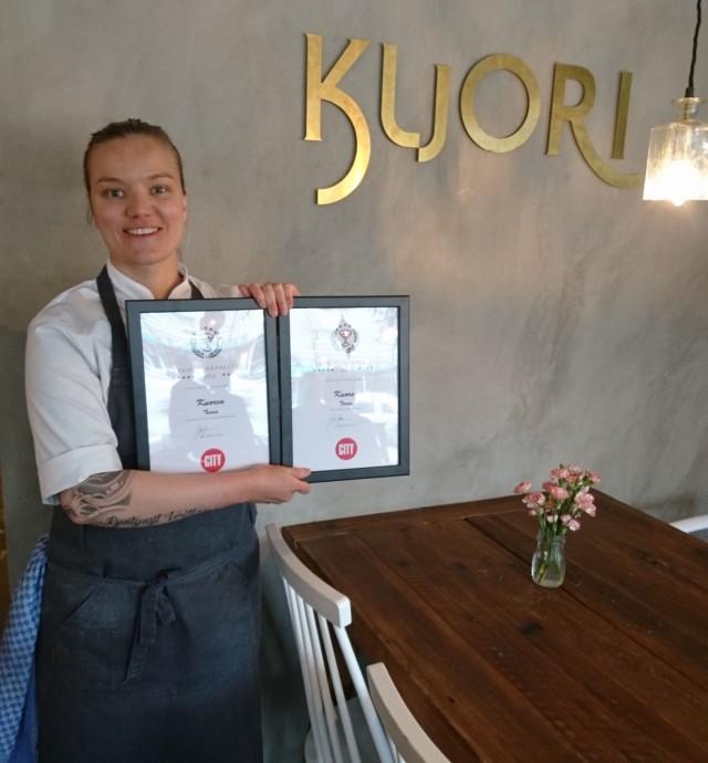 Marjaana Pohjolan hymy herkässä ja syystä, Kuori nappasti Cityn Suuressa Ravintolaäänesyksessä tuplavoittona 'Paras kasvisruoka' & 'Paras tulokas' 2016 -tittelit.