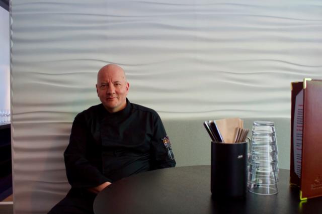 Keittiömestari Reijo Martikaisella on lähes 40 vuoden kokemus.