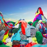 Suomalainen heittää tekstiilejä roskiin keskimäärin kymmenen kiloa vuodessa