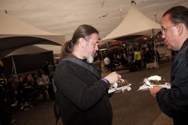 Kuusamon muikut maistuivat monille. Ravintoloitsijan mukaan makkaraperunat olivat edelleen kuitenkin suosituin myyntituote.