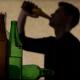Puolison alkoholismi rasittaa perhe-elämää – mutta pahentaisiko ero tilannetta?