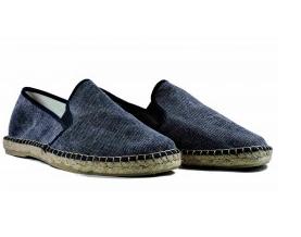 Sandaalit Sandaaleja on erilaisia ja osa on varsin tyylikkäitä nahkaisia ja  elegantin oloisia f6b9964eb7