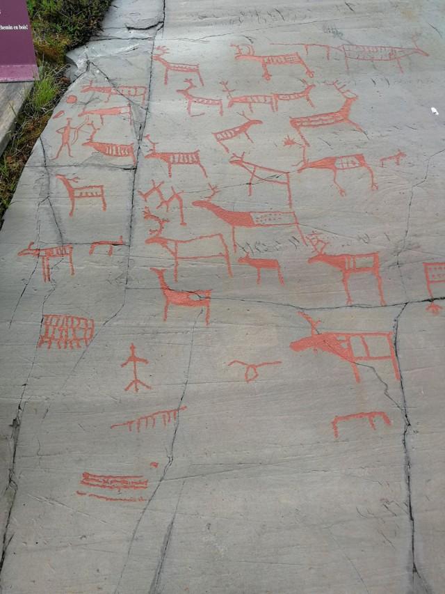 Urbaaneissa ympäristöissä on nautittu urbaanista taiteesta. Kuvassa Finnmarkin alueelta Altasta kalliomaalauksia.