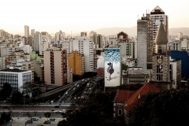 Apolo Torresin taidonnäyte São Paulossa, Brasiliassa osoittaa, mitä muraalit tekevät kaupunkikuvalle.