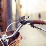 Pitäisikö pyöräilijöiden saada ajaa jalkakäytävällä?