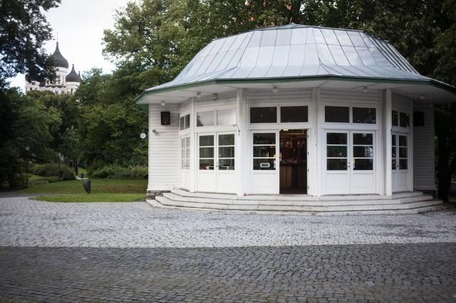 Vanha tanssipaviljonki on saanut katon päänsä päälle vuonna 2010.
