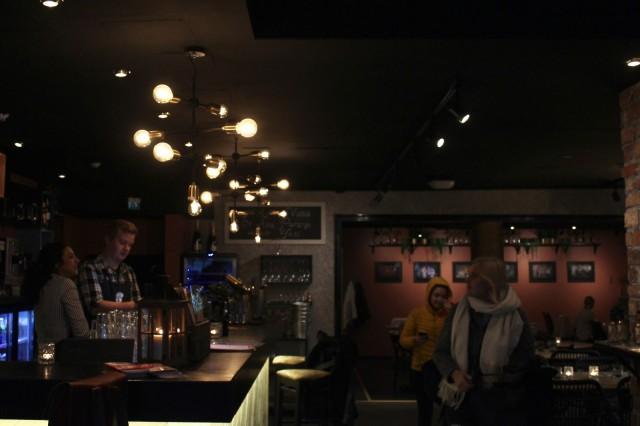Nimensä mukaisesti Guru's Kitchen & Bariin kuuluu ruokapuolen lisäksi olennaisesti myös baari iltaohjelmineen. Syksyn aikana luvassa on muun muassa DJ-vierailuja sekä uudenlainen iltabuffet.