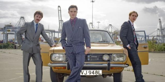 White Gold -televisiosarja vie katsojan 1980-luvun myyntimaailmaan, jossa puhelimet soivat, faksit lauloivat ja yllätyskäyntien aikana klousattiin kaupat heti ensimmäisellä kerralla.