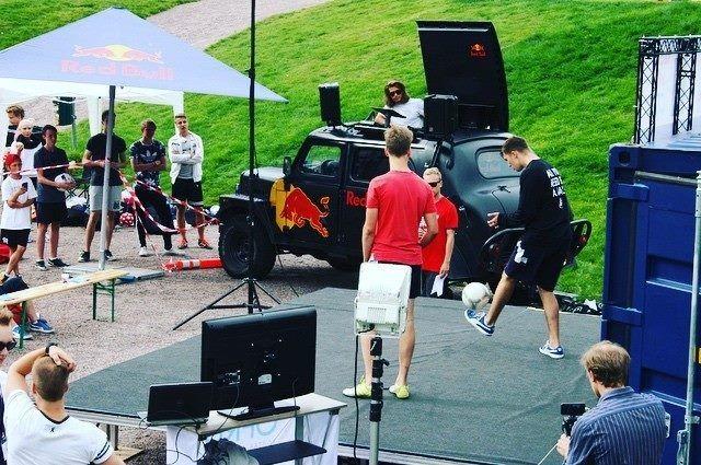 Freestyle-jalkapallon ensimmäiset SM-kisat pidettiin Vantaan Myyrmäessä vuonna 2016. Kuva: Anna Junnila / Freestyle Football Players