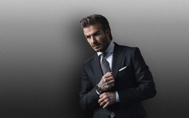 Valitse tyylisi itse. Ole klassinen tai vapaamielinen, mutta ole ennen kaikkea aito itsesi. Jalkapalloilija David Beckham Tudor Watchin mainoksessa.